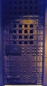 Newgate Prison door (c. 1780), in Museum of London. By Kim Traynor (Own work) [CC BY-SA 3.0 (http://creativecommons.org/licenses/by-sa/3.0)], via Wikimedia Commons